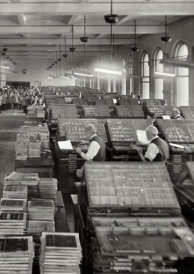Upper- and lowercases filled with type, at the Government Printing Office, circa 1910. (Photo from glass negatives by Harris & Ewing, courtesy of www.shorpy.com)